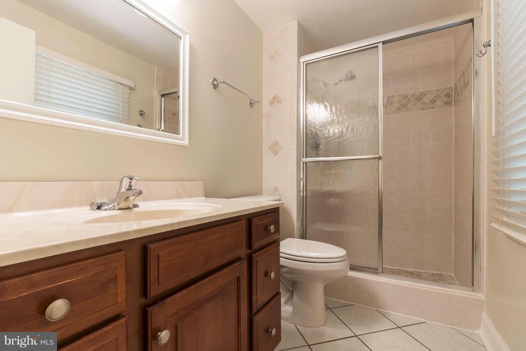 Bath (Master) - 10710 OAKENSHAW CT, BURKE