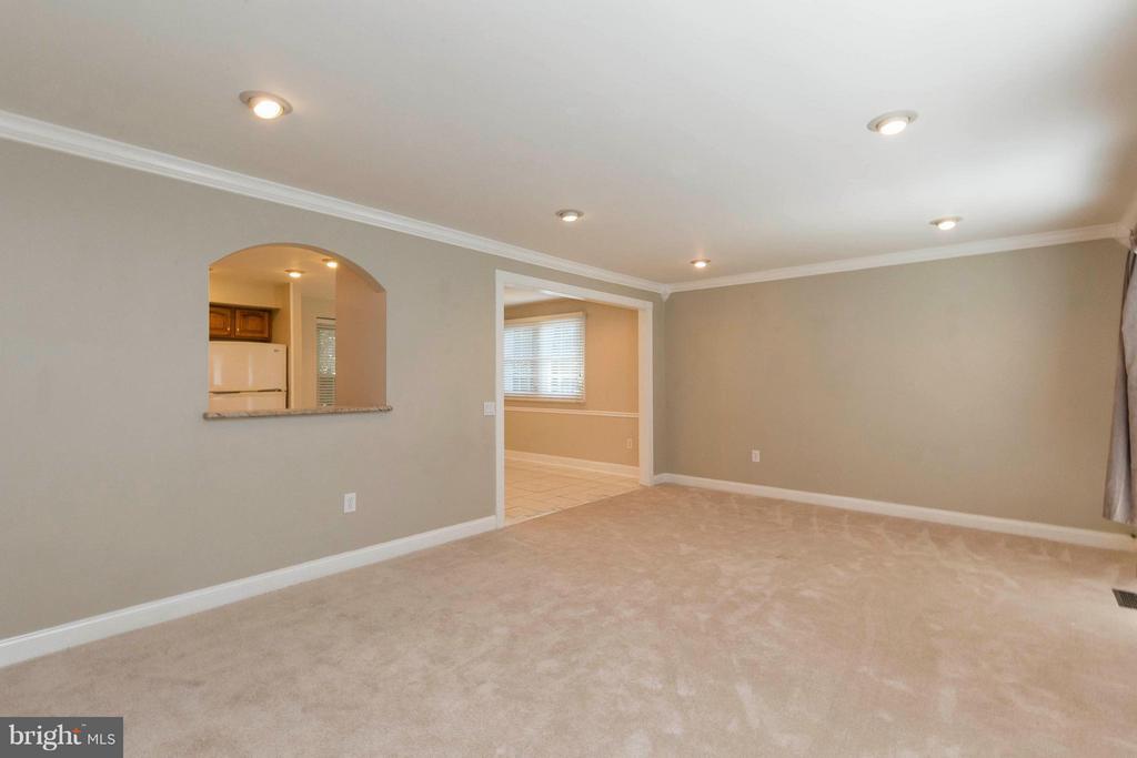 Living Room - 10710 OAKENSHAW CT, BURKE