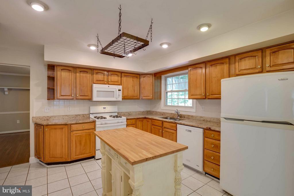 Kitchen - 10710 OAKENSHAW CT, BURKE