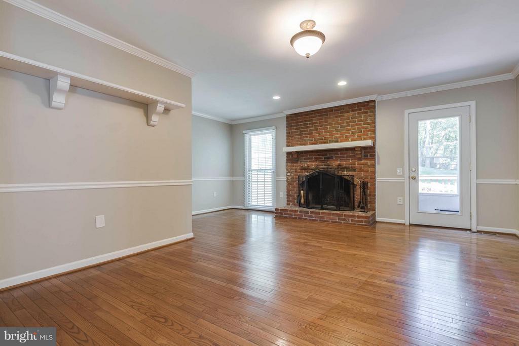 Family Room w/ wood burning fireplace - 10710 OAKENSHAW CT, BURKE