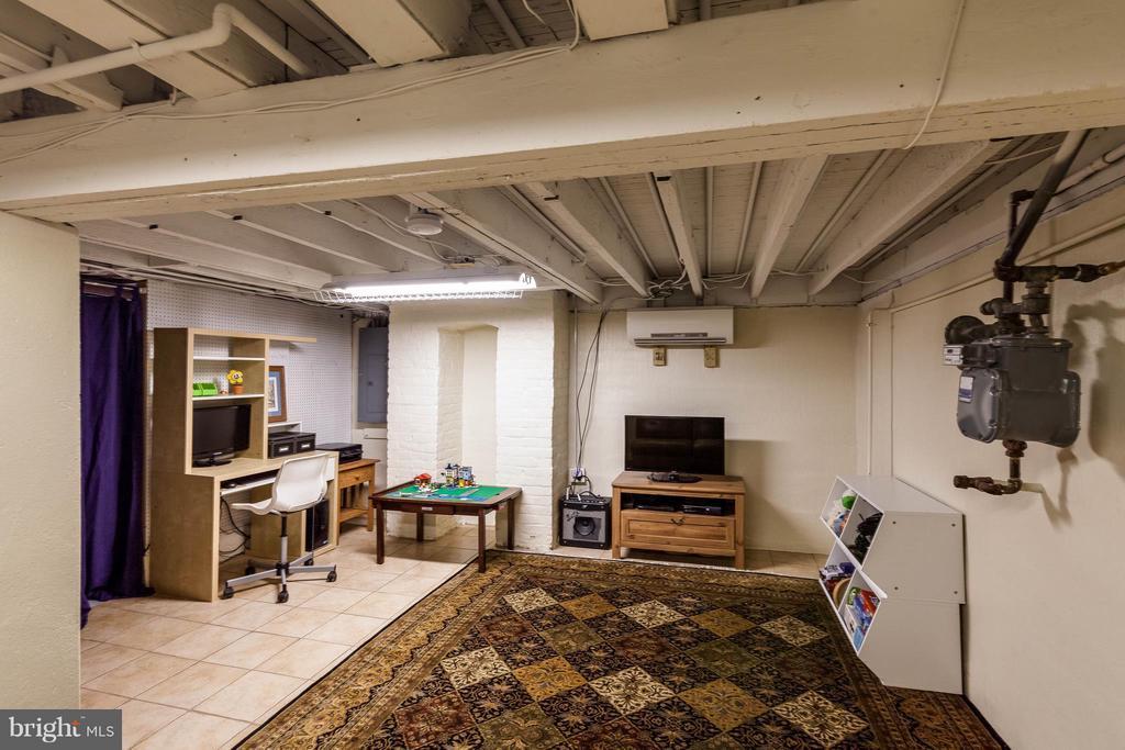 Bonus space in tiled basement - 328 HUME AVE, ALEXANDRIA