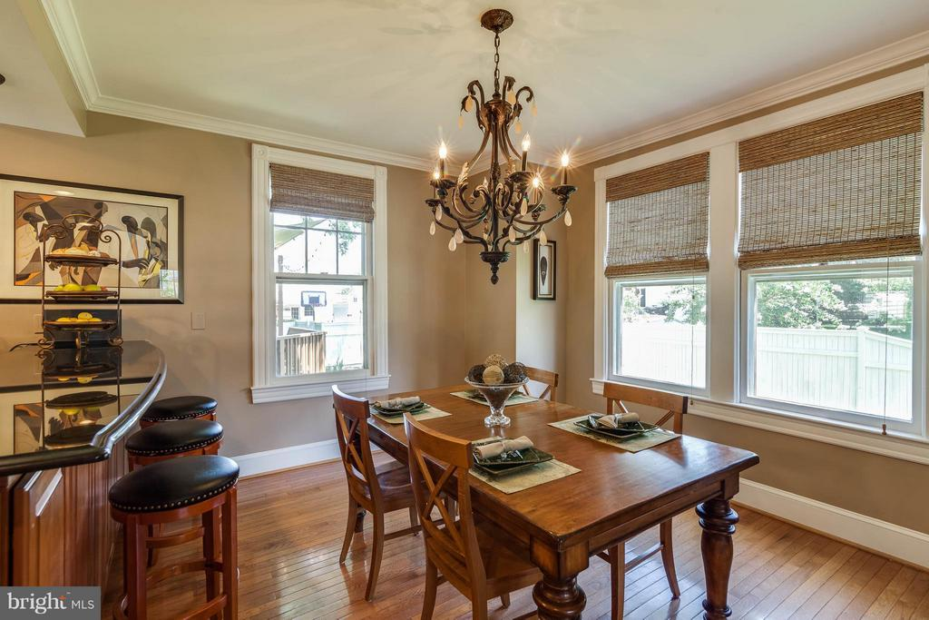 Bright & open dining area - 328 HUME AVE, ALEXANDRIA