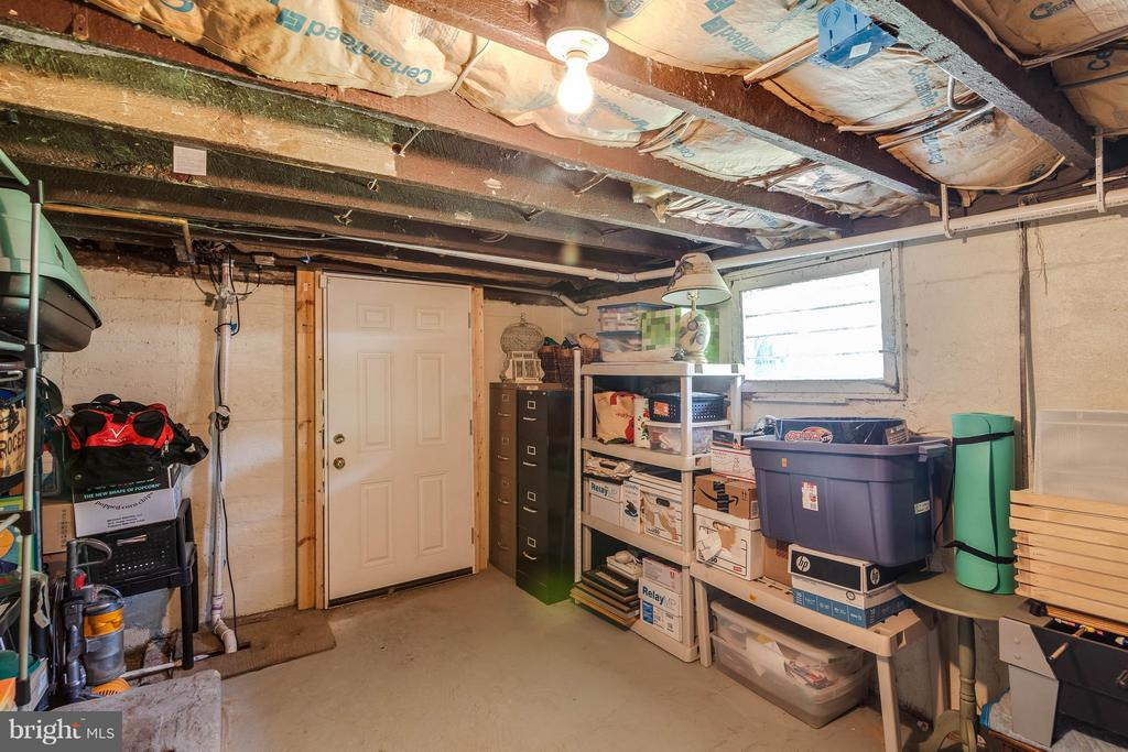 Lots of storage space in second basement room - 328 HUME AVE, ALEXANDRIA