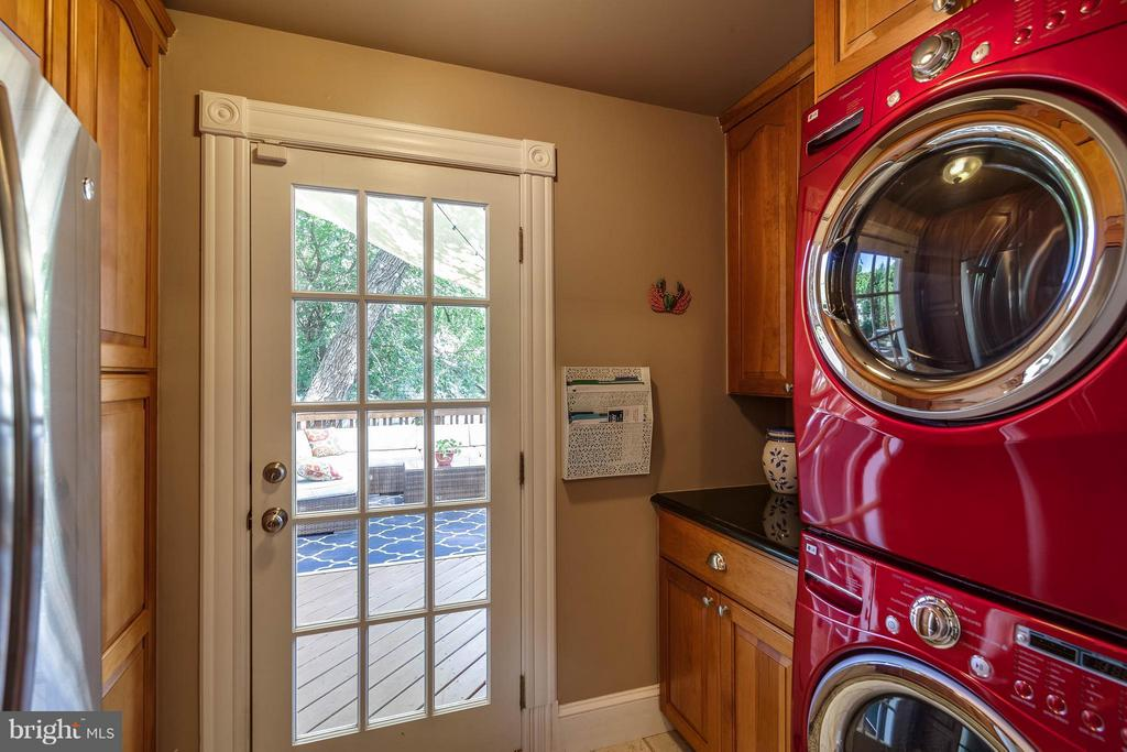 Laundry room conveniently located - 328 HUME AVE, ALEXANDRIA