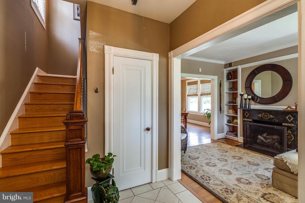Stunning entryway - 328 HUME AVE, ALEXANDRIA