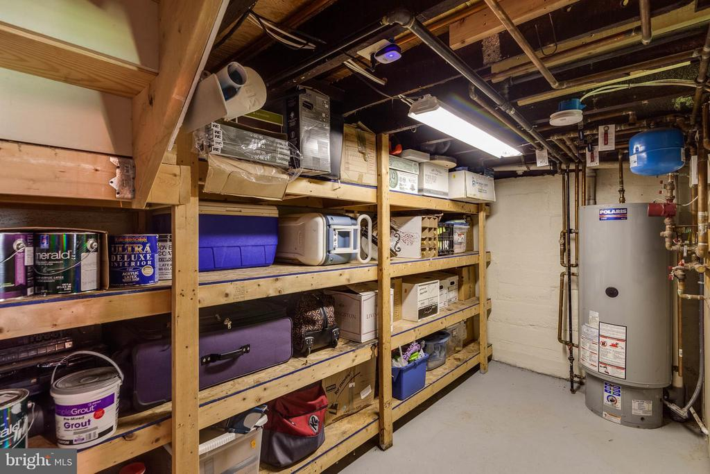 Even more storage space in utility room - 328 HUME AVE, ALEXANDRIA