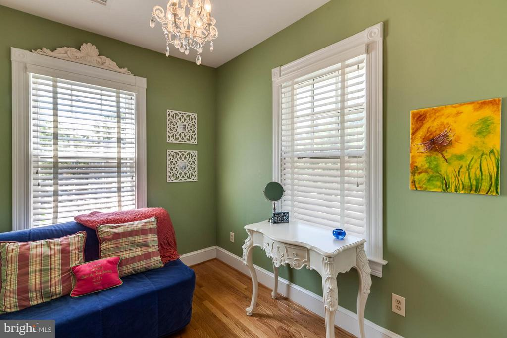 3rd bedroom complete with 2 windows - 328 HUME AVE, ALEXANDRIA