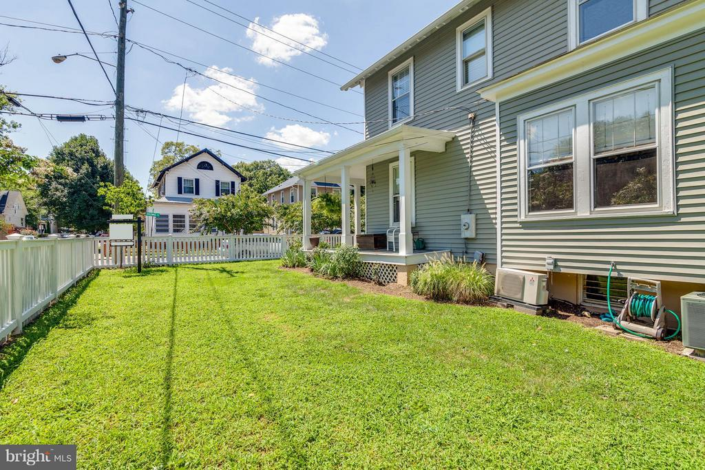 Double and Corner Lot - 328 HUME AVE, ALEXANDRIA