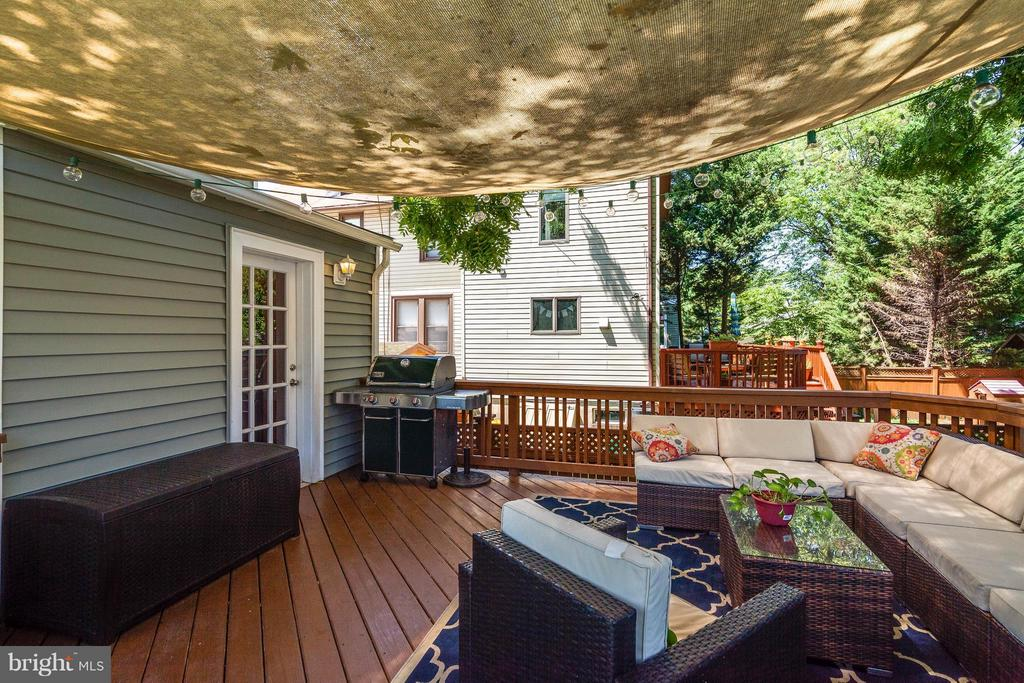 Entertain outside, right off the kitchen - 328 HUME AVE, ALEXANDRIA