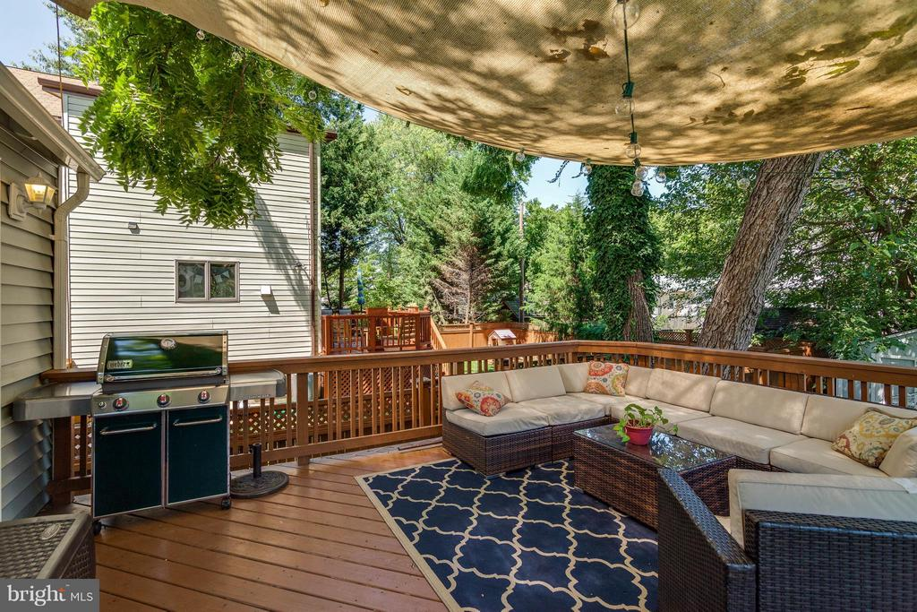 Recently built spacious deck - 328 HUME AVE, ALEXANDRIA
