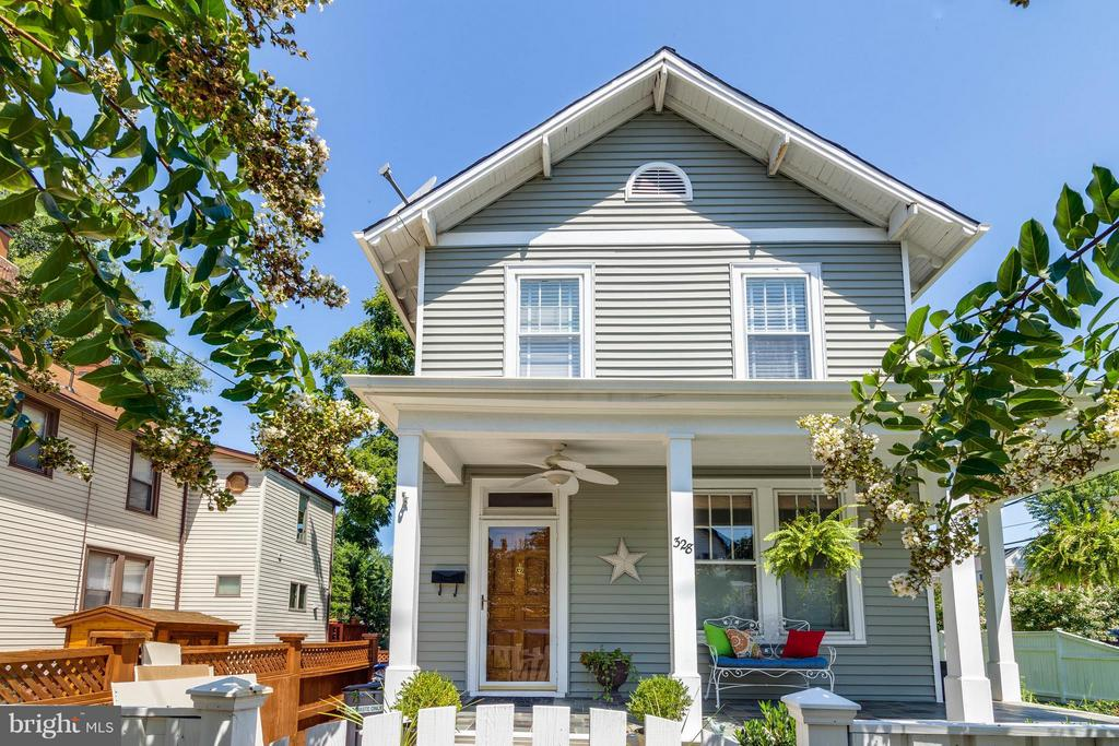 3 level home in sought after Del Ray - 328 HUME AVE, ALEXANDRIA