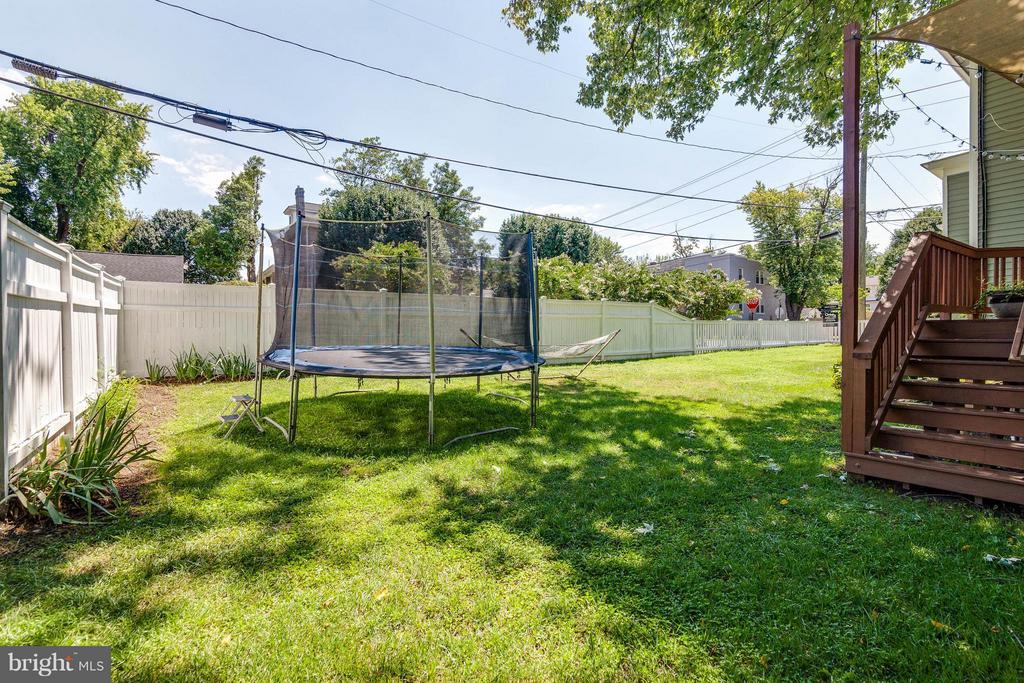 Room for a trampoline and much more! - 328 HUME AVE, ALEXANDRIA