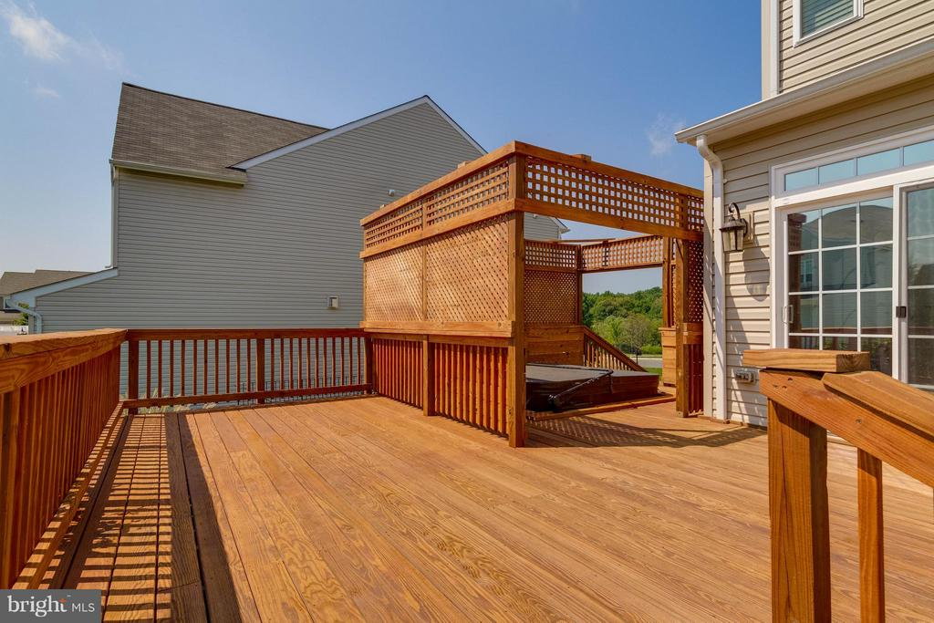 Exterior Rear Deck with Pergola for Privacy - 15466 PAPILLON PL, WOODBRIDGE