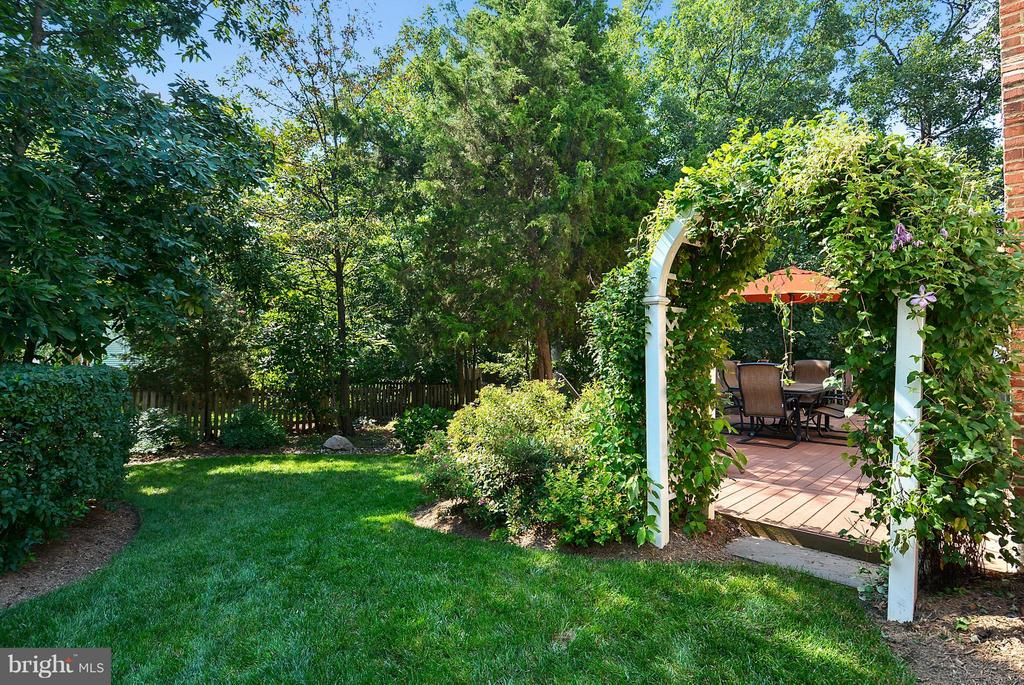 Private/Serene Backyard! - 20977 DEER RUN WAY, ASHBURN