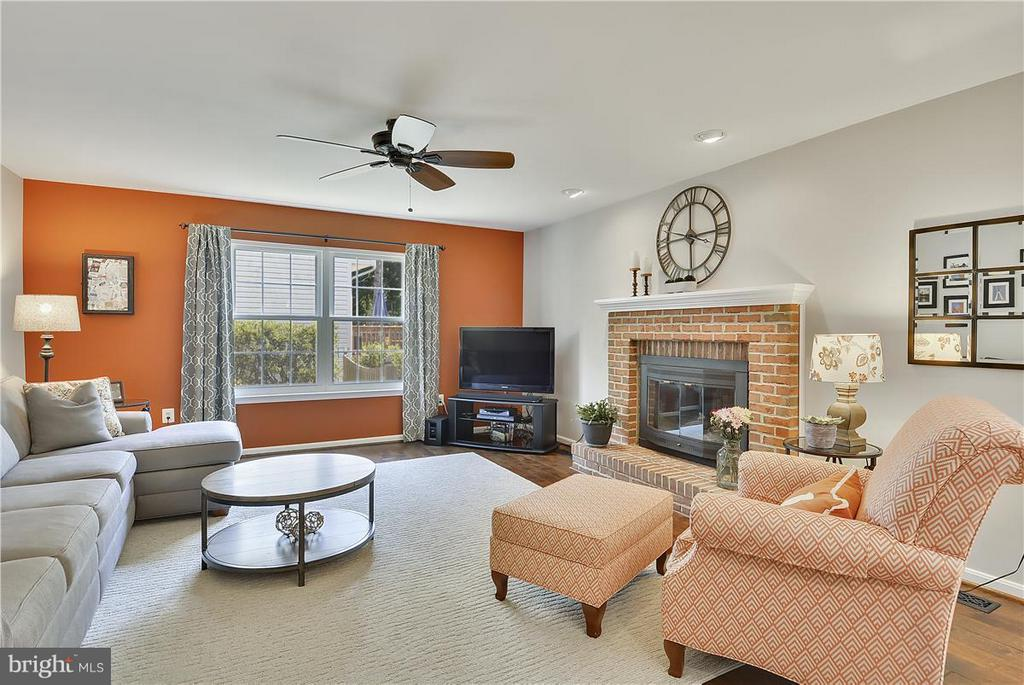 Family Room w/hardwood flooring/gas fireplace - 20977 DEER RUN WAY, ASHBURN