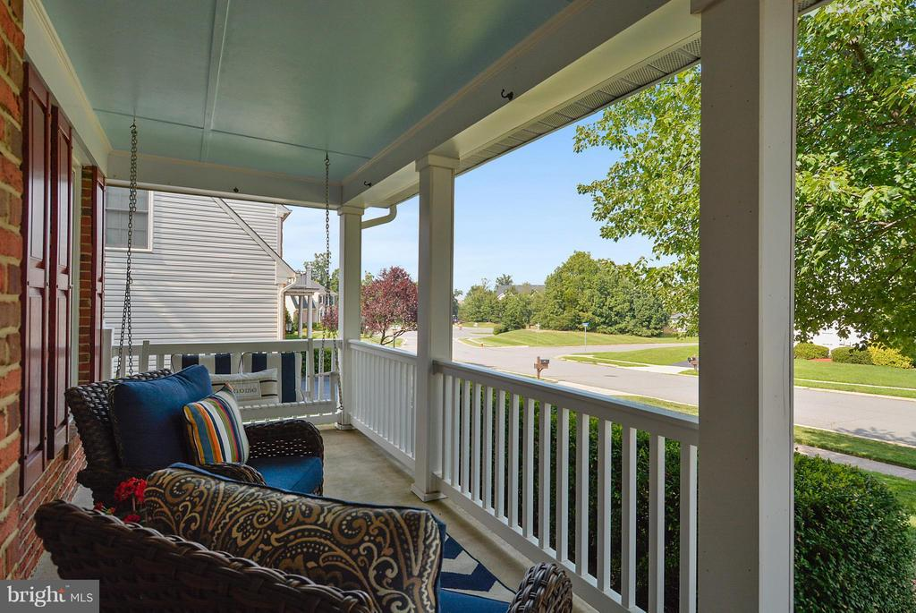 Enjoy evenings on front covered porch! - 20977 DEER RUN WAY, ASHBURN
