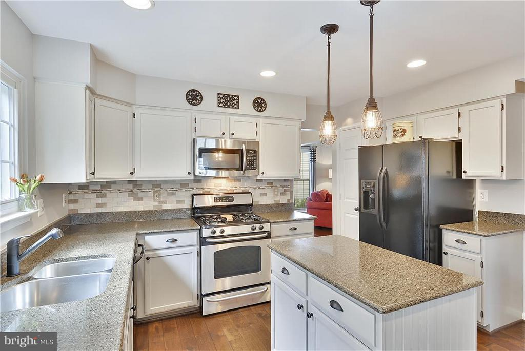 Kitchen w/granite counters,NEWhardwood flooring! - 20977 DEER RUN WAY, ASHBURN