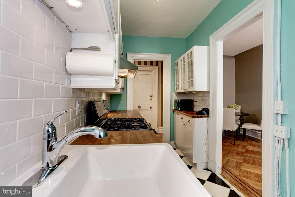 Well spaced kitchen - 2039 NEW HAMPSHIRE AVE NW #209, WASHINGTON