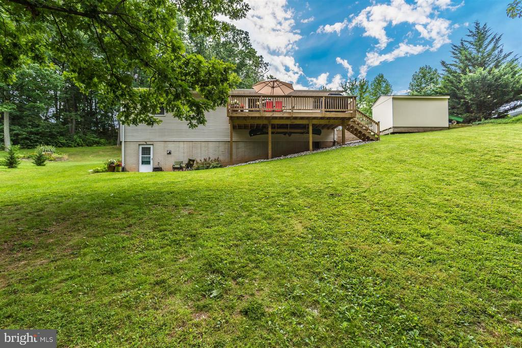 Yard with deck and patio - 14112 CLEARWOOD CT, MOUNT AIRY