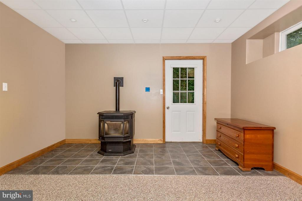 Basement pellet stove and walk out basement - 14112 CLEARWOOD CT, MOUNT AIRY