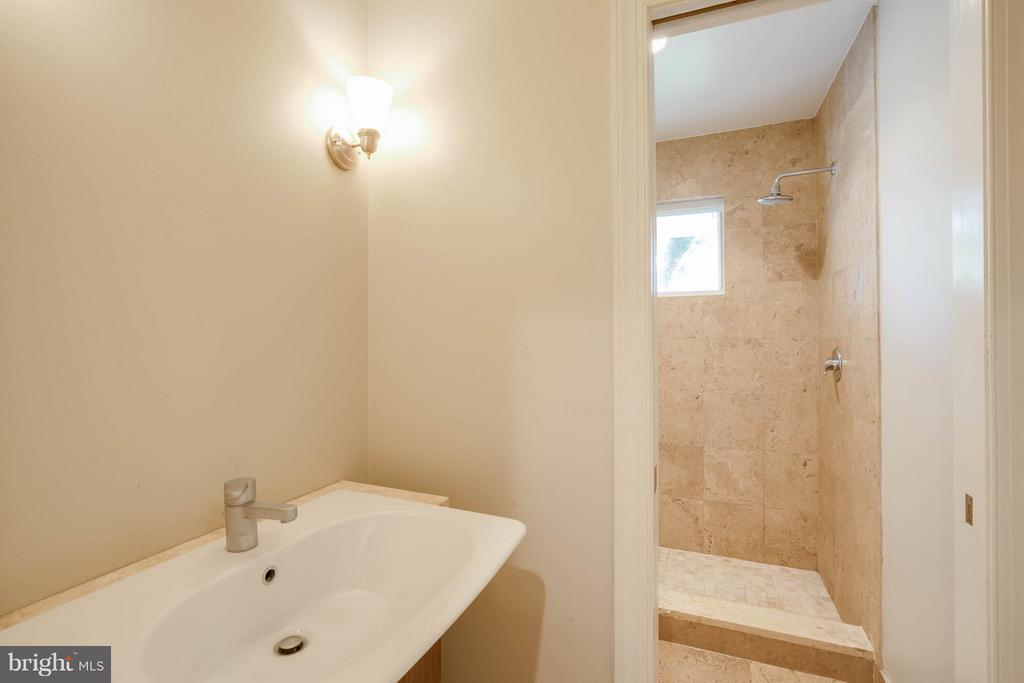 Hall Full Bath 1 - 4014 LASSEN CT, ALEXANDRIA