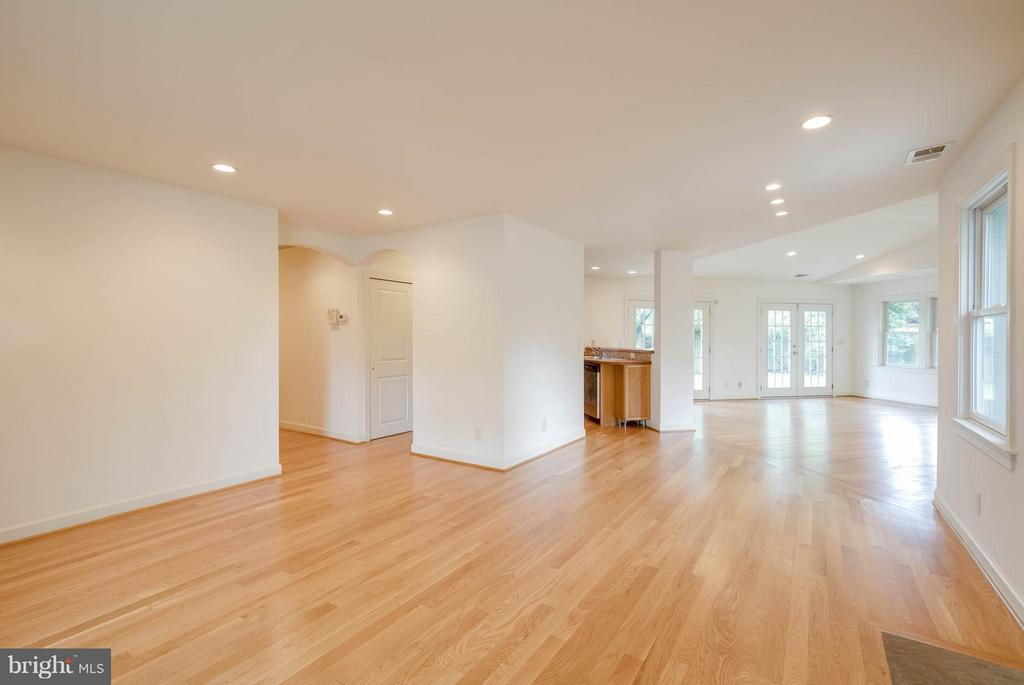 Living Room/Dining Room - 4014 LASSEN CT, ALEXANDRIA
