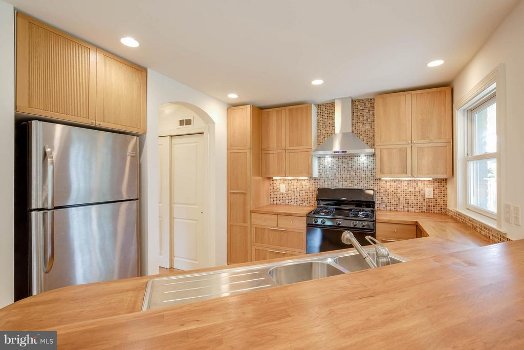 Kitchen - 4014 LASSEN CT, ALEXANDRIA
