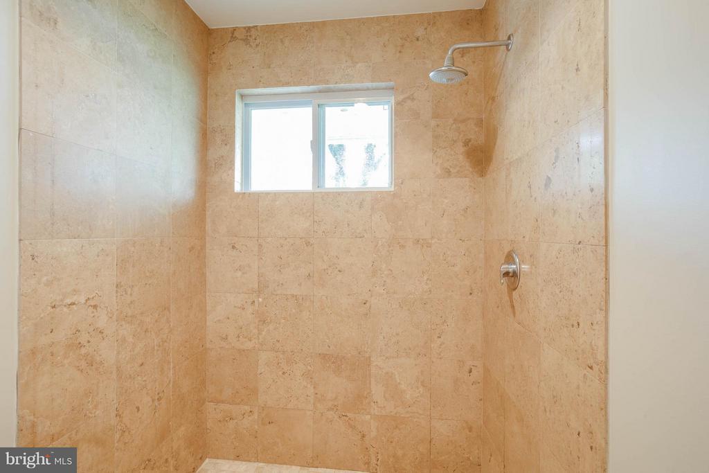 Hall Full Bath 1 Shower - 4014 LASSEN CT, ALEXANDRIA