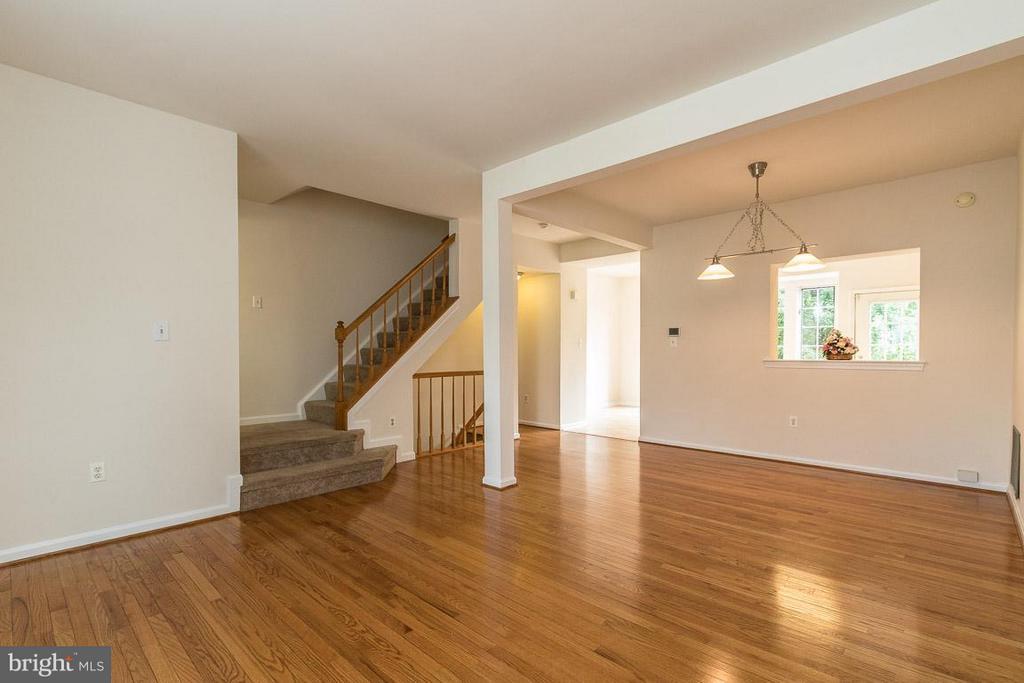 Living Room -Lots of Hardwood - 17299 SLIGO LOOP, DUMFRIES