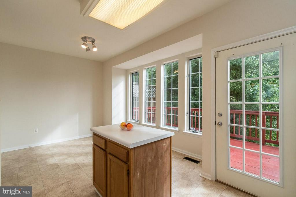 Kitchen with Deck Access - 17299 SLIGO LOOP, DUMFRIES