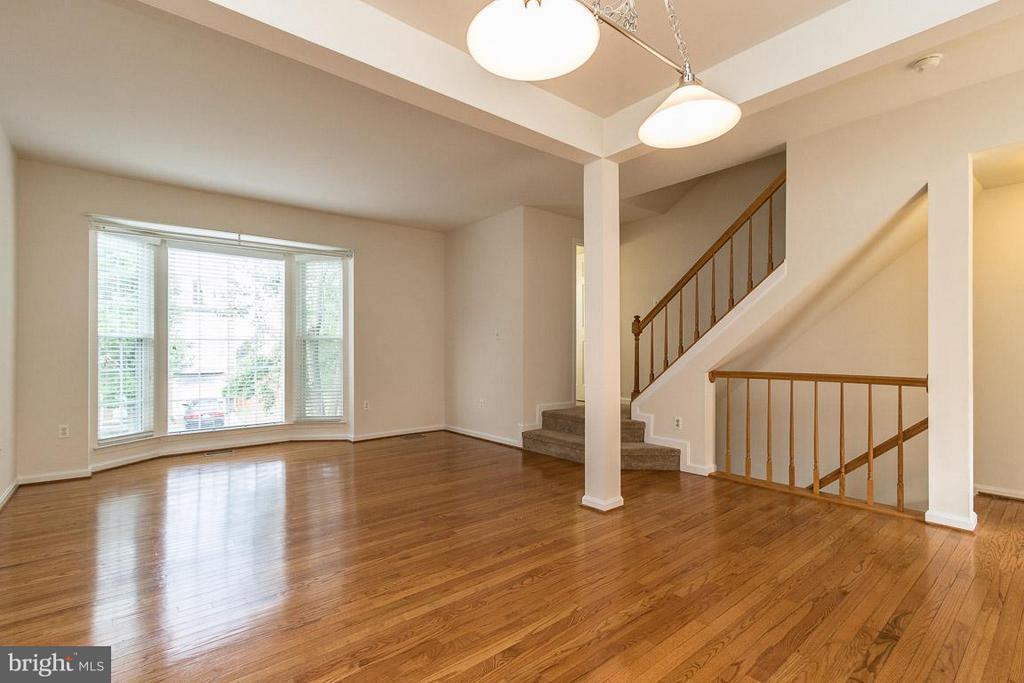 Living Room-Huge Bay Window,Gleaming HW Floors - 17299 SLIGO LOOP, DUMFRIES