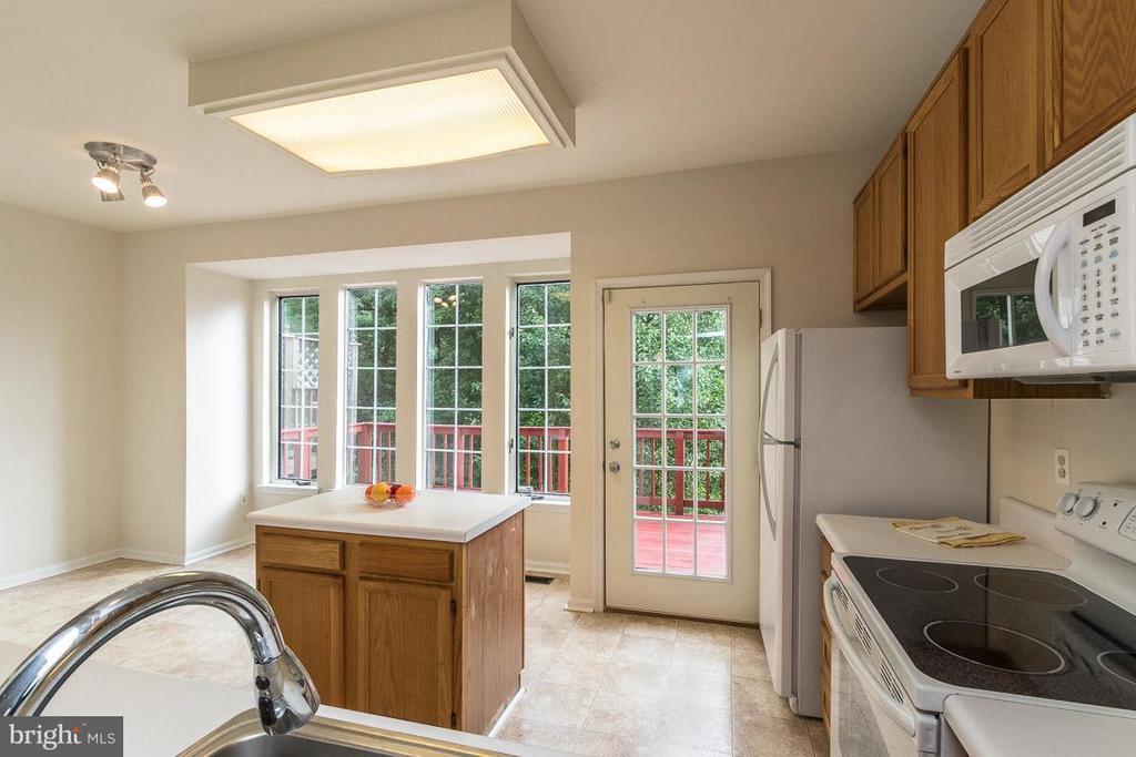 Light Filled Kitchen,Love the View! - 17299 SLIGO LOOP, DUMFRIES