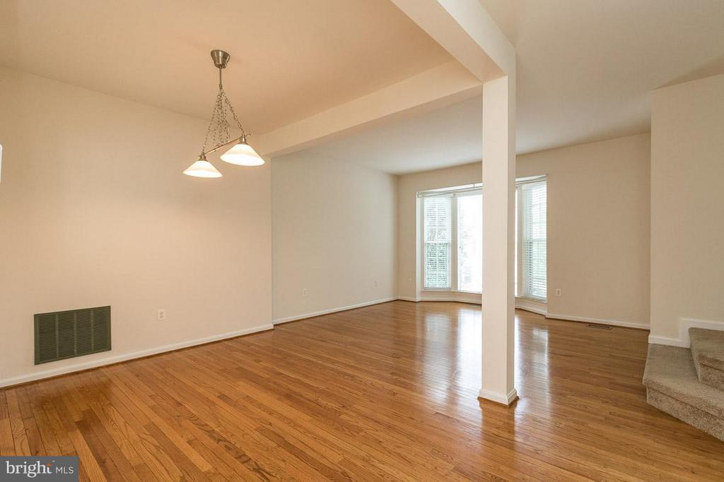 Main Level Dining Area  with Hardwood Floors - 17299 SLIGO LOOP, DUMFRIES
