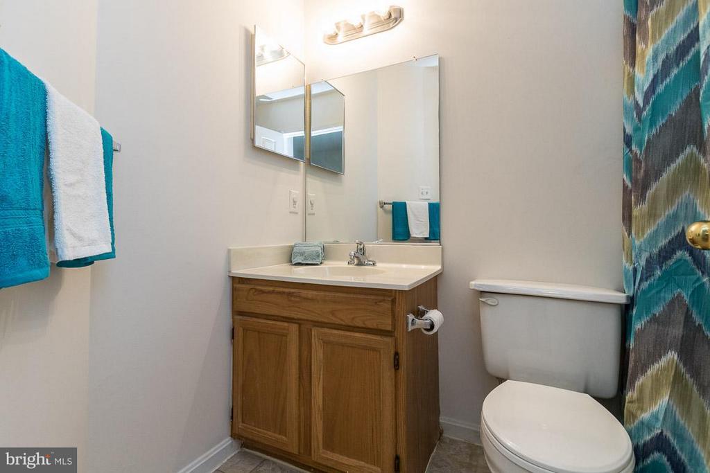 Full Bath 2 on Upper Level - 17299 SLIGO LOOP, DUMFRIES