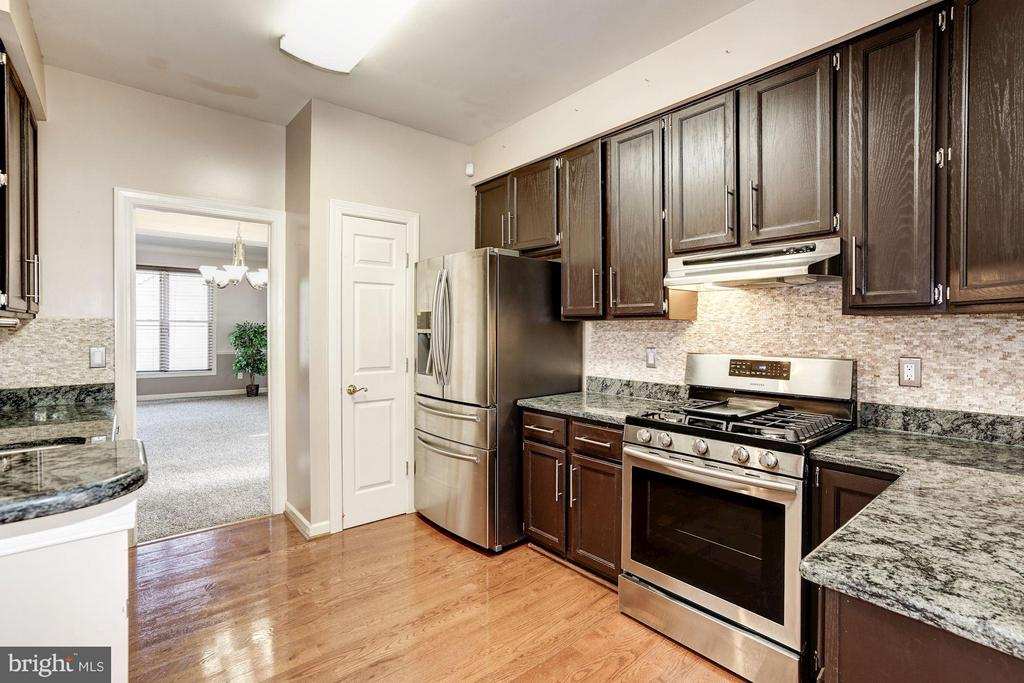 Kitchen View with Granite Counters - 20519 PEMBRIDGE CT, STERLING