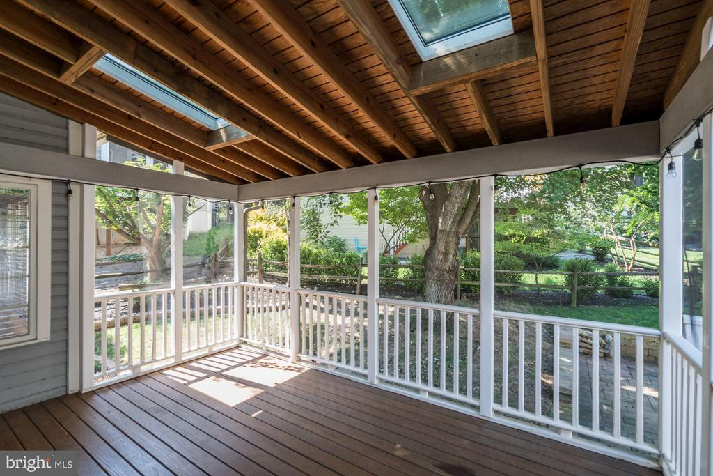 Lovely Screened in Porch - 20519 PEMBRIDGE CT, STERLING