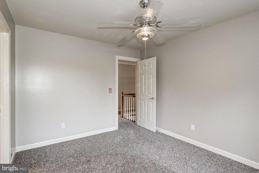 Third Bedroom with Ceiling Fan - 20519 PEMBRIDGE CT, STERLING