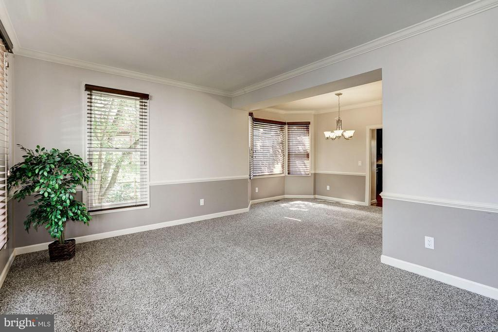Living Room view & Dining Room - 20519 PEMBRIDGE CT, STERLING