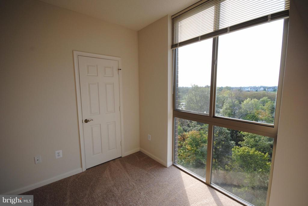 Den or 3rd Bedroom - 19365 CYPRESS RIDGE TER #821, LEESBURG