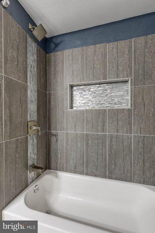 Bath - 1538 LINCOLN WAY #103, MCLEAN