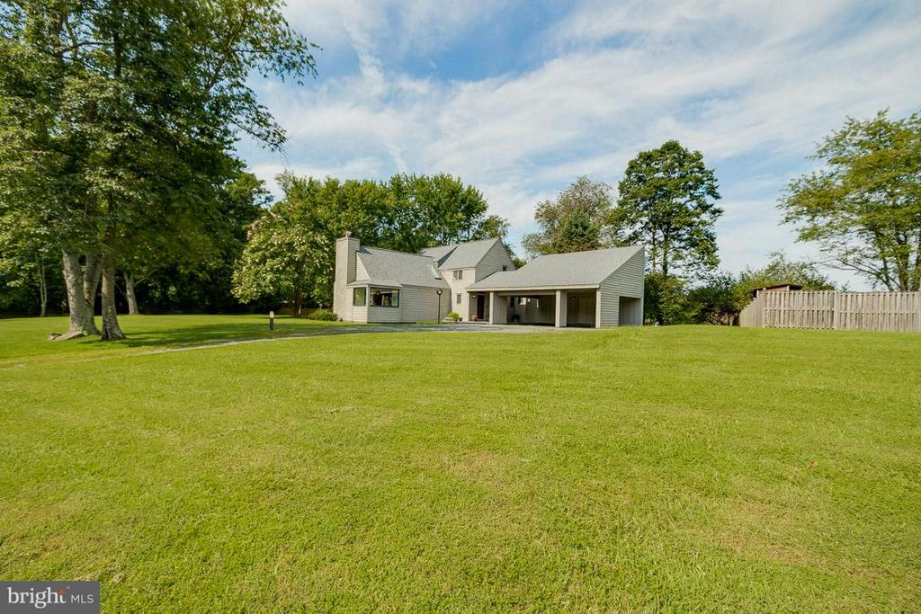 Large Lot View of Front - 4398 STEPNEY DR, GAINESVILLE