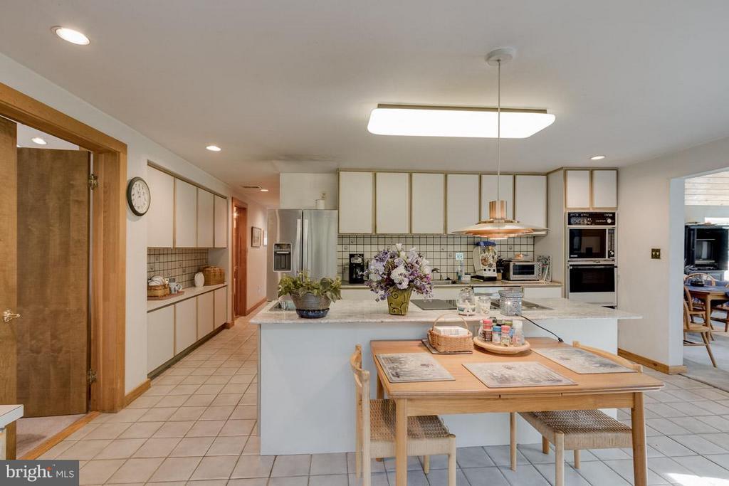 Kitchen with Desk and Abundance of Storage - 4398 STEPNEY DR, GAINESVILLE
