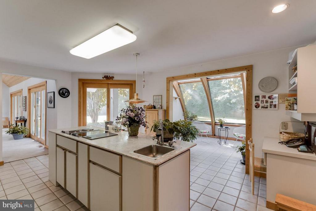 Kitchen View to Family and Sunroom - 4398 STEPNEY DR, GAINESVILLE