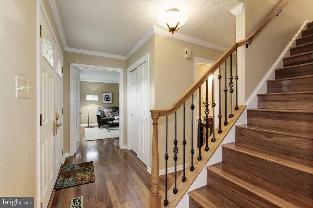 Wide-plank hardwoods and iron balusters - 7317 JENNA RD, SPRINGFIELD