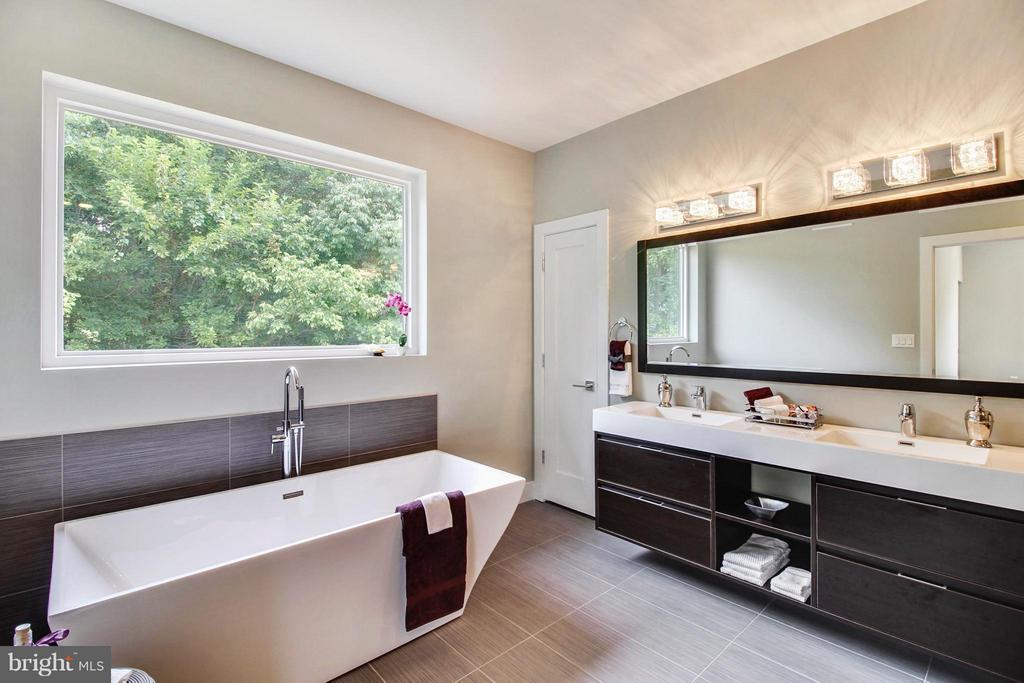 Spa-like master bath is beautifully coordinated - 4415 BILL MOXLEY, MOUNT AIRY