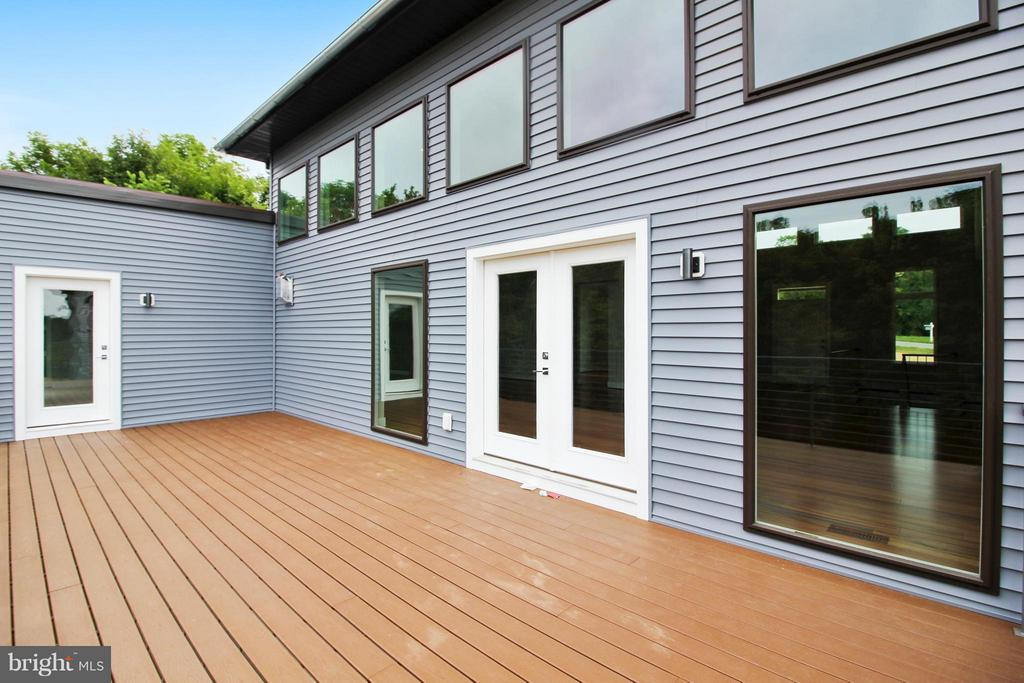 Composite deck is private and spacious - 4415 BILL MOXLEY, MOUNT AIRY