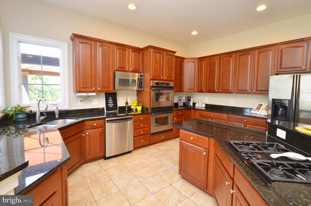 Kitchen with huge island w/cook top and snack bar - 42828 FOREST SPRING DR, LEESBURG
