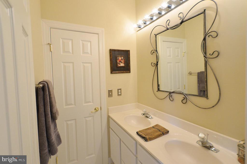 2nd Jack and Jill Bath for  bedrooms 4 & 5 - 42828 FOREST SPRING DR, LEESBURG