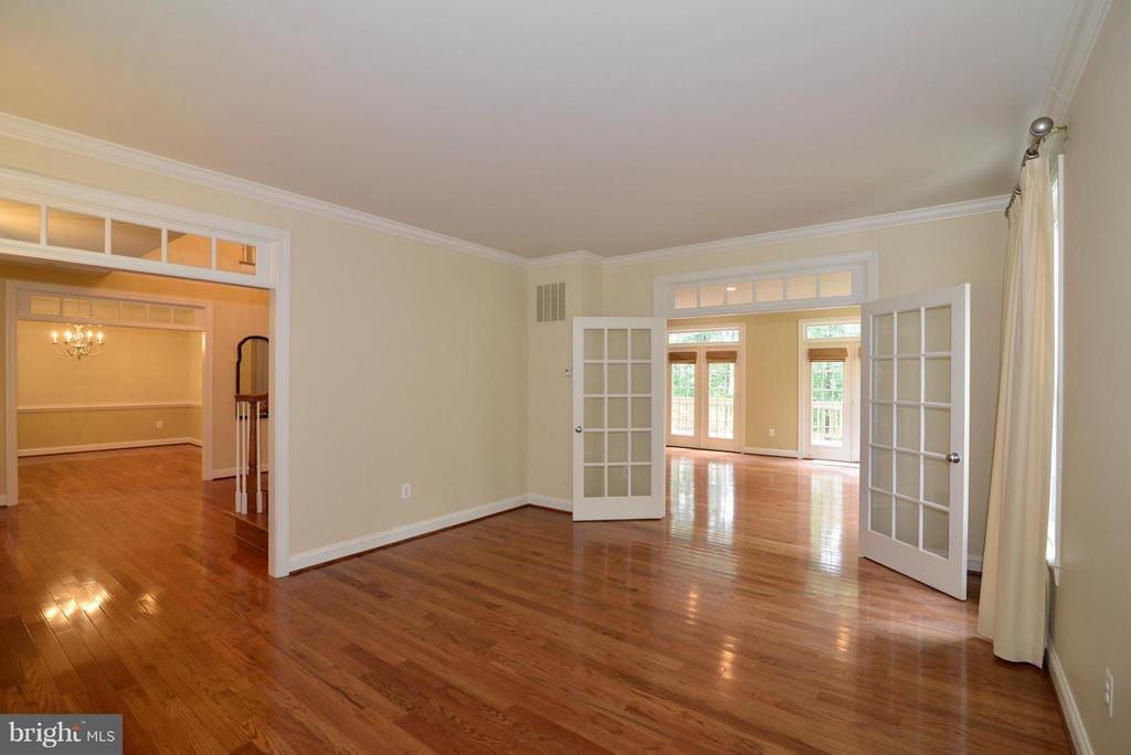 Living Room w/French doors to the family room - 39637 GOLDEN SPRINGS CT, HAMILTON