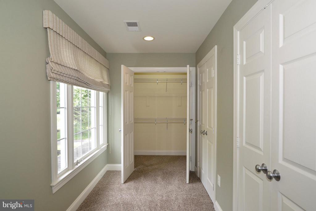 Master Bedroom closets and sitting room - 39637 GOLDEN SPRINGS CT, HAMILTON